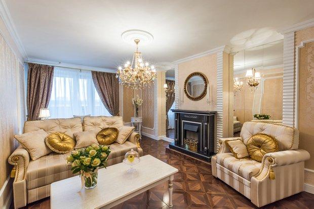 Фотография: Гостиная в стиле Классический, Декор интерьера, Декор дома, Зеркала – фото на INMYROOM