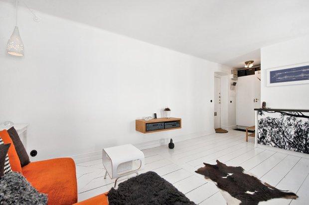 Фотография: Гостиная в стиле Скандинавский, Малогабаритная квартира, Квартира, Цвет в интерьере, Дома и квартиры, Белый – фото на INMYROOM