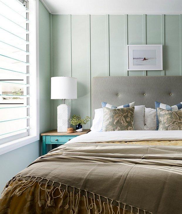 Фотография: Спальня в стиле Прованс и Кантри, Декор интерьера, Советы, дизайн-хаки для маленькой спальни, идеи для малогабаритки, Маленькая спальня – фото на INMYROOM