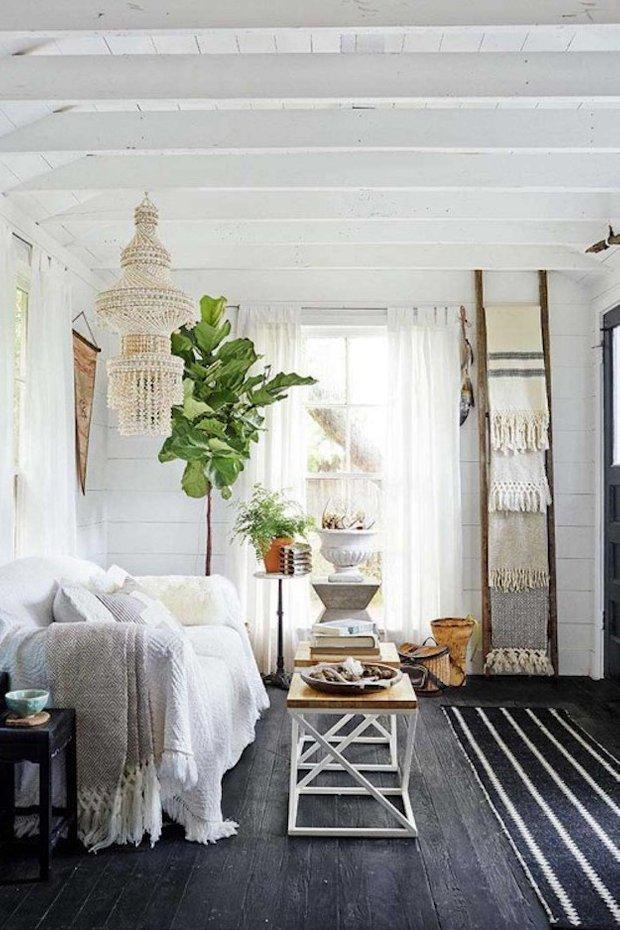 Фотография: Гостиная в стиле Скандинавский, Мебель и свет, Белый, Переделка, Дача – фото на INMYROOM