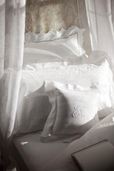 Фотография: Спальня в стиле Прованс и Кантри, Современный, Франция, Интерьер комнат, Comptoir de Famille, Текстиль, Стол, Кровать, Гардероб, Комод, Интерьерная Лавка – фото на InMyRoom.ru