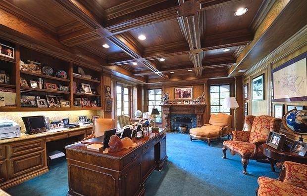Фотография: Офис в стиле Классический, Декор интерьера, Дом, Дома и квартиры, Интерьеры звезд – фото на INMYROOM