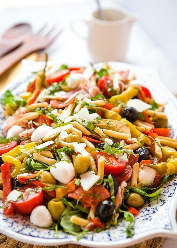 Фотография:  в стиле , Салат, Сырым, Итальянская кухня, Кулинарные рецепты, 15 минут, Просто, Ветчина, Моцарелла, Болгарский перец – фото на INMYROOM
