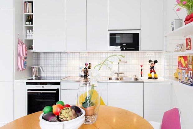 Фотография: Кухня и столовая в стиле Современный, Скандинавский, Малогабаритная квартира, Квартира, Цвет в интерьере, Дома и квартиры – фото на INMYROOM