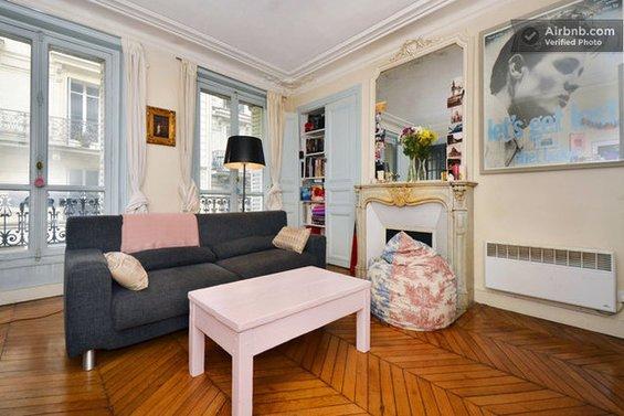 Фотография:  в стиле , Декор интерьера, Квартира, Дом, Декор дома, Airbnb, Камины – фото на InMyRoom.ru
