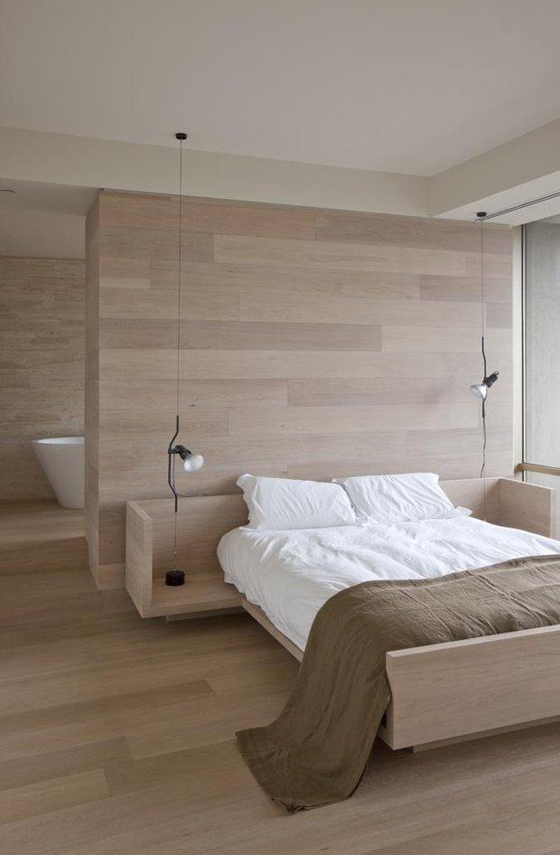 Фотография: Спальня в стиле Минимализм, Эко, Малогабаритная квартира, Квартира, Советы, Бежевый, Бирюзовый, Зонирование, как зонировать комнату, как зонировать однушку, как зонировать однокомнатную квартиру – фото на INMYROOM