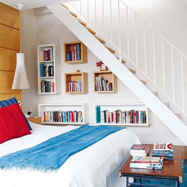 Фотография: Спальня в стиле Скандинавский, Современный, Гардеробная, Декор интерьера, Хранение, Декор дома, Лестница, Гардероб – фото на INMYROOM