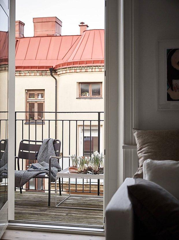 Фотография: Балкон в стиле Минимализм, Лофт, Современный, Эклектика, Декор интерьера, Квартира, Швеция, Декор, Мебель и свет, Белый, Гетеборг, 1 комната, до 40 метров, Эмма Фишер – фото на INMYROOM