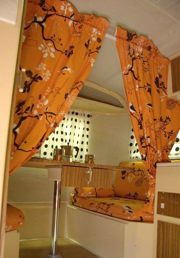 Фотография: Кухня и столовая в стиле Прованс и Кантри, Современный, Декор интерьера, Дом, Декор дома, Системы хранения, Шторы – фото на INMYROOM