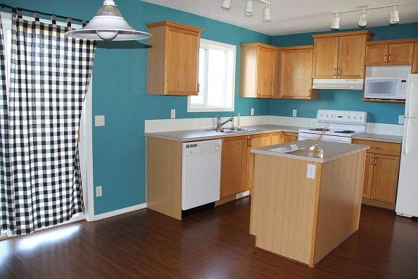 Фотография: Спальня в стиле Скандинавский, Кухня и столовая, Мебель и свет, Переделка – фото на INMYROOM