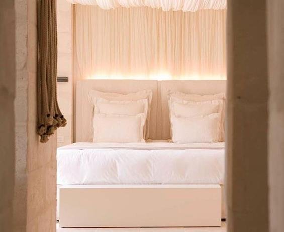 Фотография: Спальня в стиле Прованс и Кантри, Дома и квартиры, Городские места, Отель, Подсвечники – фото на INMYROOM