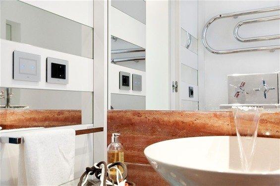Фотография: Ванная в стиле Скандинавский, Современный, Дом, Цвет в интерьере, Дома и квартиры – фото на INMYROOM