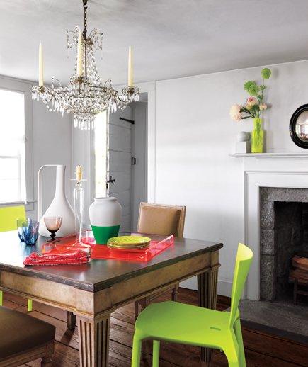 Фотография: Кухня и столовая в стиле Классический, Скандинавский, Современный, Эклектика, Декор интерьера, Дизайн интерьера, Цвет в интерьере, Желтый, Розовый, Оранжевый, Неон – фото на INMYROOM
