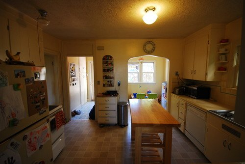 Фотография: Прочее в стиле , Кухня и столовая, Интерьер комнат, Цвет в интерьере, Белый, Кухонный остров – фото на INMYROOM