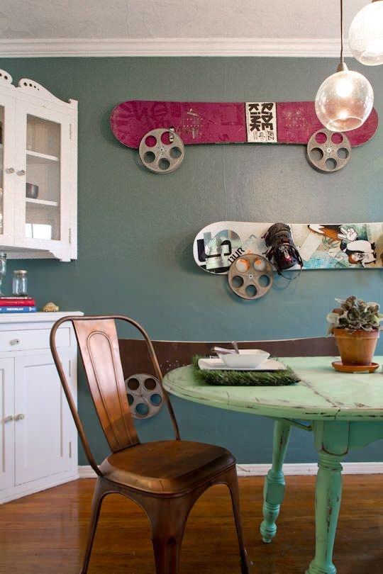 Фотография: Кухня и столовая в стиле Прованс и Кантри, DIY, Квартира, Аксессуары, Советы, хранение, хранение спортивных снарядов, хранение лыж в квартире, хранение роликов в квартире, хранение доски для серфинга в квартире, хранение сноуборда в квартире, идеи хранения велосипеда в квартире, хранение самоката в квартире, хранение скейта в квартире – фото на InMyRoom.ru