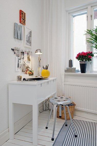 Фотография: Кабинет в стиле Скандинавский, Декор интерьера, Малогабаритная квартира, Квартира, Швеция, Цвет в интерьере, Дома и квартиры, Белый – фото на INMYROOM