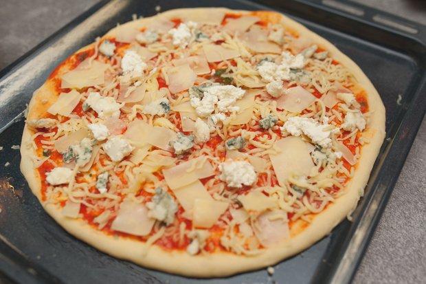 Фотография:  в стиле , Обед, Ужин, Перекусить, Основное блюдо, Выпекание, Пицца, Итальянская кухня, Кулинарные рецепты, Тесто, 1 час, Пришли гости, Закуска перед телевизором, Как приготовить пиццу? – фото на INMYROOM
