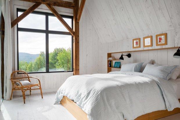 Фотография: Спальня в стиле Скандинавский, Лофт, Современный, Канада, Белый, Бежевый, Серый, Эко, Дом и дача – фото на INMYROOM