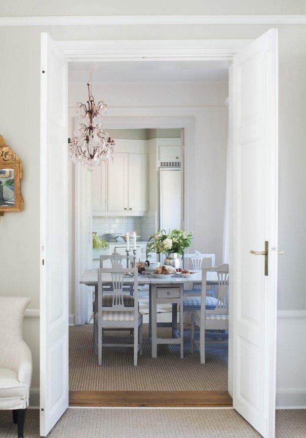 Фотография: Кухня и столовая в стиле Скандинавский, Классический, Декор интерьера, Квартира, Черный, Бежевый, Серый, Розовый, бледно-розовый цвет в интерьере, модная палитра в интерьере – фото на INMYROOM