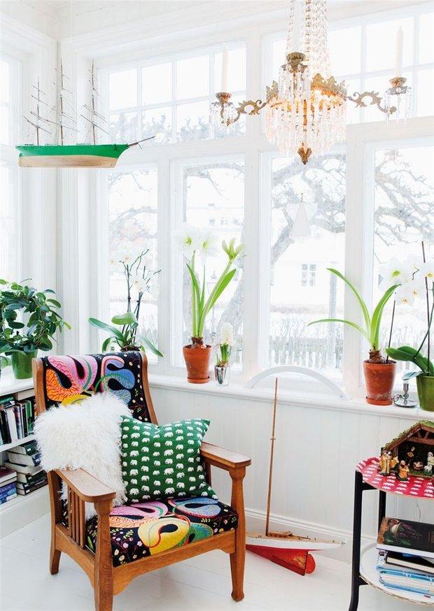 Фотография: Гостиная в стиле Скандинавский, Декор интерьера, Квартира, Декор, Советы, Подоконник, Окно – фото на INMYROOM