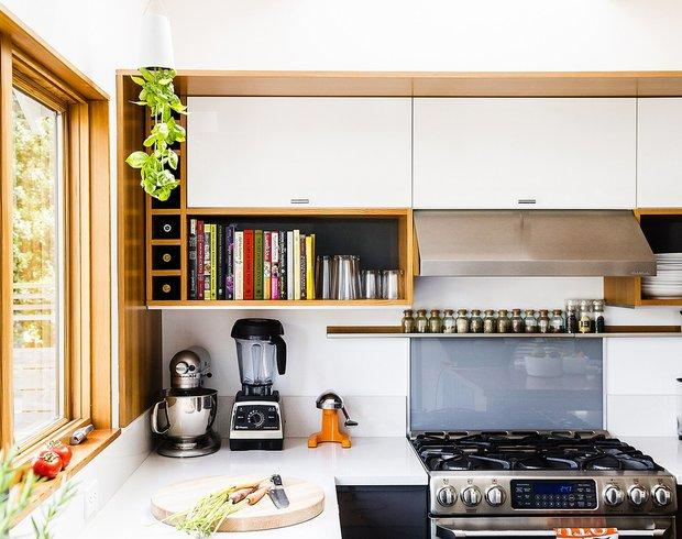 Фотография: Кухня и столовая в стиле Современный, Декор интерьера, Дом, США, Белый, Дом и дача, Более 90 метров, Сиэтл – фото на INMYROOM
