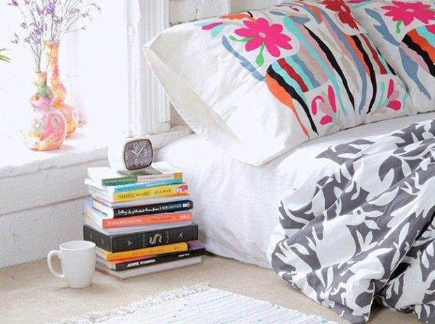 Фотография:  в стиле , Спальня, Малогабаритная квартира, Советы, декор маленькой спальни, обустройство маленькой спальни, как сделать маленькую спальню уютной – фото на INMYROOM