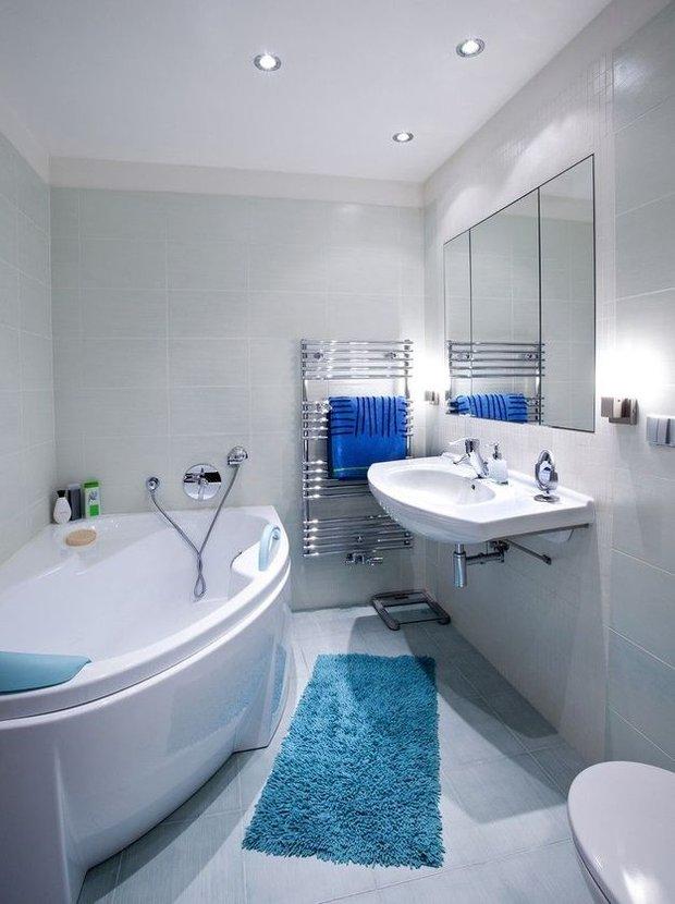 Фотография:  в стиле , Ванная, Советы, Степан Бугаев, «Победа дизайна», как бюджетно обновить ванную, бюджентый ремонт в санузле, реставрация ванны, душевая кабина с трапом, освещение ванной – фото на INMYROOM