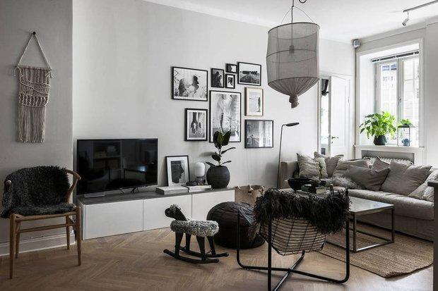 Фотография: Гостиная в стиле Скандинавский, Декор интерьера, Квартира, Швеция, Декор, Мебель и свет, Стокгольм, Серый, интерьер в скандинавском стиле, 3 комнаты, 60-90 метров, монохромный интерьер – фото на INMYROOM