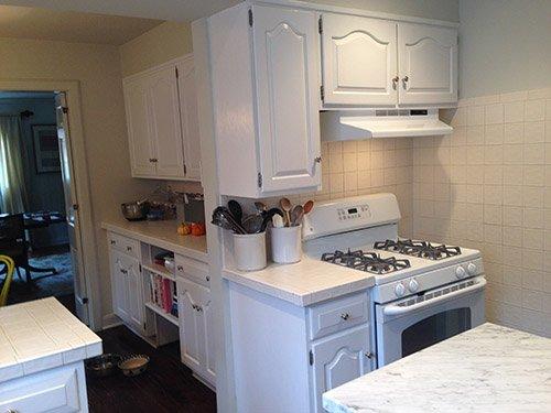 Фотография: Кухня и столовая в стиле Скандинавский, Классический, Мебель и свет, Переделка – фото на INMYROOM