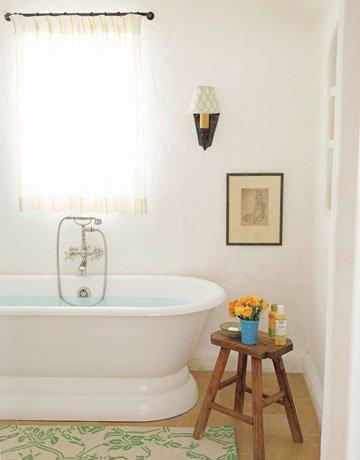 Фотография: Ванная в стиле Прованс и Кантри, Декор интерьера, Квартира, Дом, Декор дома, Люди, Картины – фото на INMYROOM