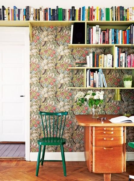 Фотография:  в стиле , Декор интерьера, Декор, Домашняя библиотека, как разместить книги в интерьере, книги в интерьере – фото на INMYROOM
