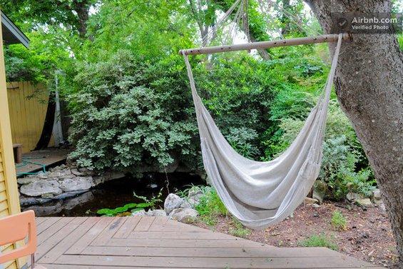 Фотография: Спальня в стиле Современный, Декор интерьера, Текстиль, Airbnb, Гамак – фото на INMYROOM