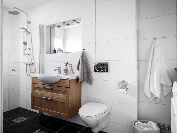 Фотография: Ванная в стиле Скандинавский, Декор интерьера, Квартира, Планировки, Декор, Белый, Синий, Серый, Эко, 2 комнаты – фото на INMYROOM