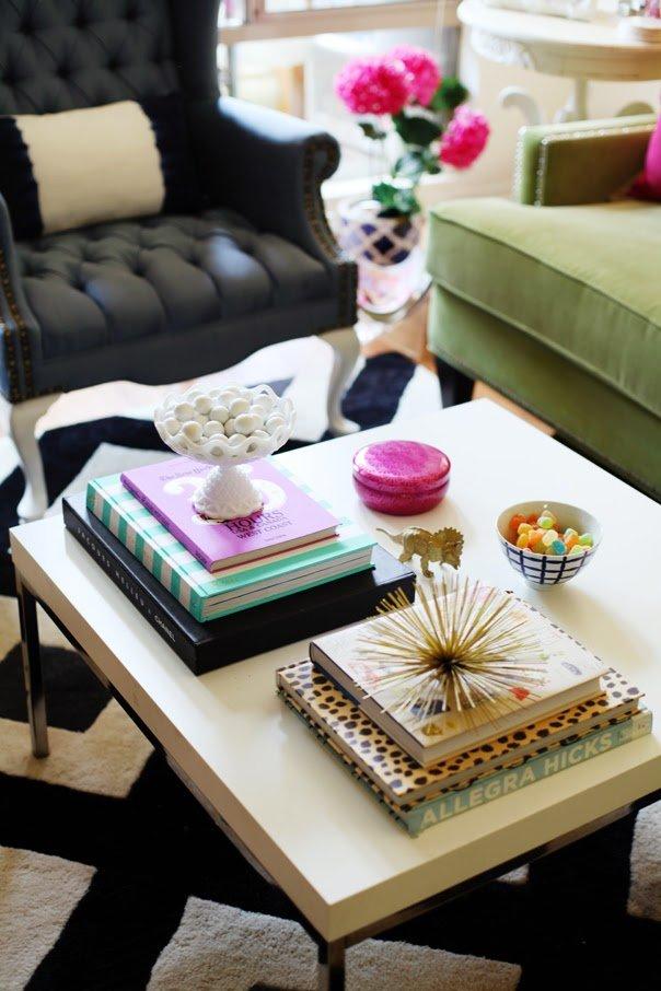 Фотография: Гостиная в стиле Эклектика, Декор интерьера, Аксессуары, Декор, Декор дома, Цветы, Журнальный столик – фото на INMYROOM