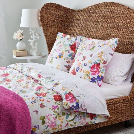 Фотография: Спальня в стиле Прованс и Кантри, Декор интерьера, Цвет в интерьере, Текстиль, Индустрия, Новости, Zara Home, Вышивка – фото на INMYROOM