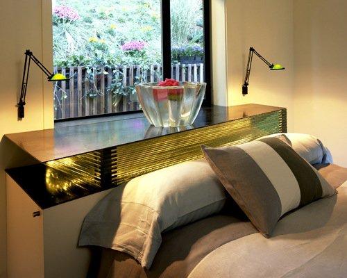 Фотография: Спальня в стиле Современный, Декор интерьера, Советы, Подоконник – фото на INMYROOM