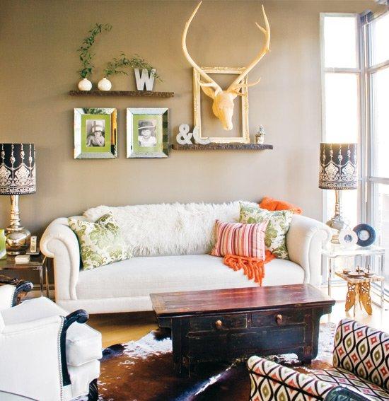 Фотография: Гостиная в стиле Эклектика, Декор интерьера, Мебель и свет – фото на INMYROOM