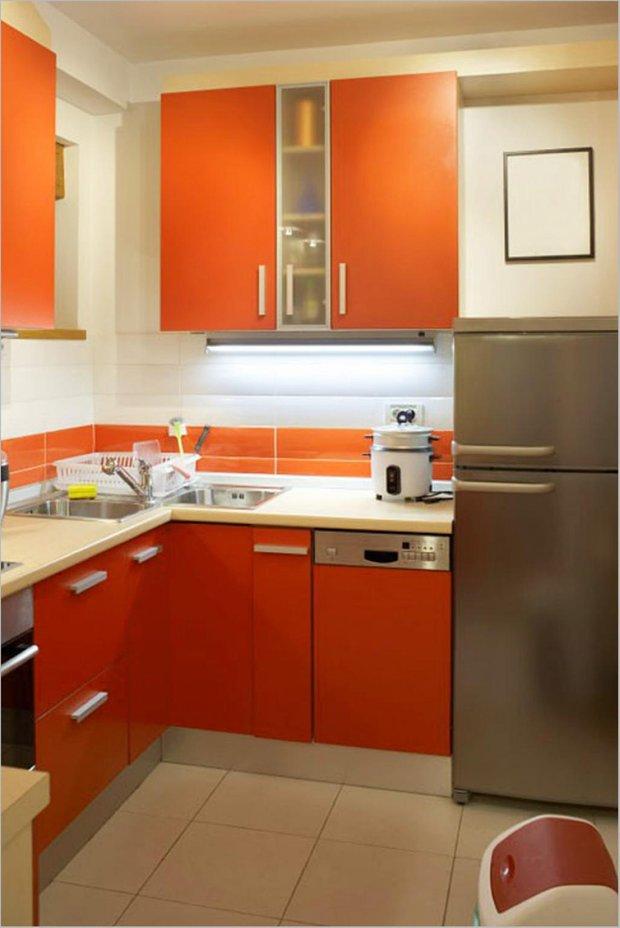 Фотография: Кухня и столовая в стиле Современный, Хай-тек, Малогабаритная квартира, Интерьер комнат – фото на INMYROOM
