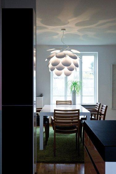 Фотография: Кухня и столовая в стиле Современный, Декор интерьера, Marset, Мебель и свет, Светильник – фото на INMYROOM