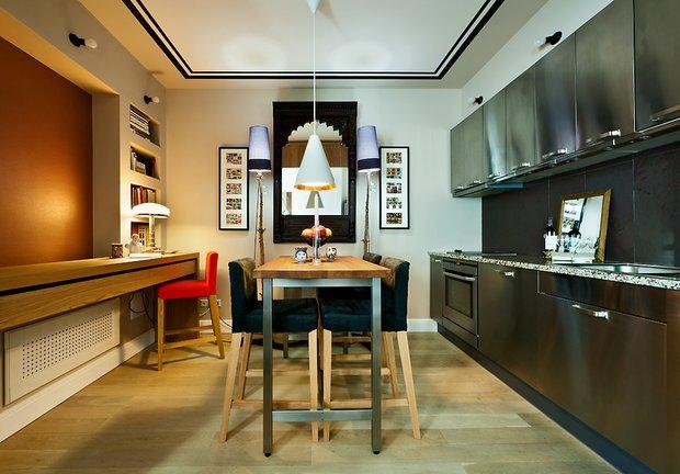 Фотография: Кухня и столовая в стиле Современный, Малогабаритная квартира, Квартира, Цвет в интерьере, Дома и квартиры, Переделка – фото на INMYROOM