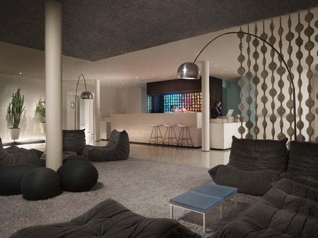 Фотография: Гостиная в стиле Современный, Индустрия, Новости, Мягкая мебель, Диван, Ligne Roset – фото на INMYROOM
