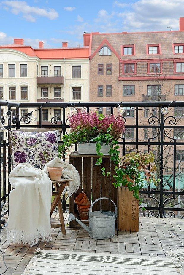 Фотография: Балкон в стиле Скандинавский, Квартира, Декор, Советы, как обустроить маленький балкон, идеи для маленького балкона, декор балкона – фото на INMYROOM