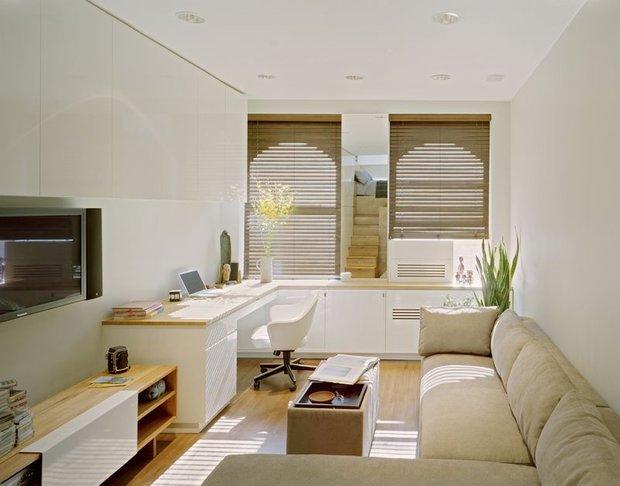 Фотография: Гостиная в стиле Современный, Малогабаритная квартира, Интерьер комнат, Советы, Зеркала – фото на INMYROOM