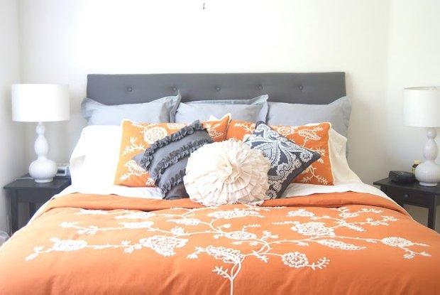 Фотография: Спальня в стиле Классический, Современный, Декор интерьера, Дизайн интерьера, Цвет в интерьере, Оранжевый – фото на InMyRoom.ru