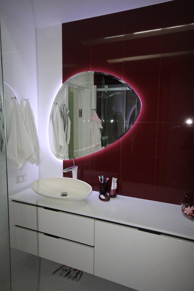 Фотография: Ванная в стиле Современный, Малогабаритная квартира, Квартира, Цвет в интерьере, Дома и квартиры, Белый – фото на INMYROOM