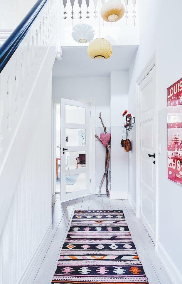 Фотография: Прихожая в стиле Скандинавский, Декор интерьера, Дом, Дания, Новый Год, новогодний декор, Более 90 метров – фото на INMYROOM