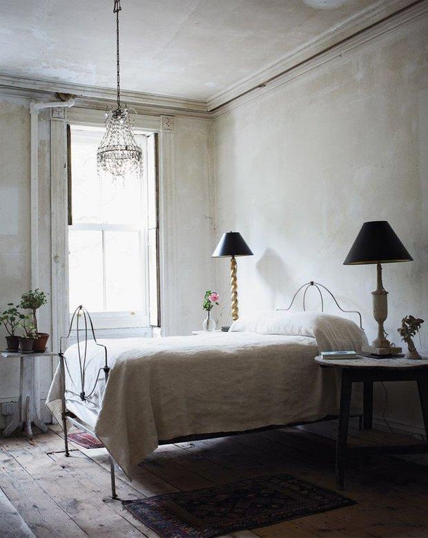 Фотография: Спальня в стиле Скандинавский, Классический, Современный, Декор интерьера, Аксессуары, Декор, Мебель и свет, итальянская классика, интерьер в стиле итальянская классика – фото на INMYROOM