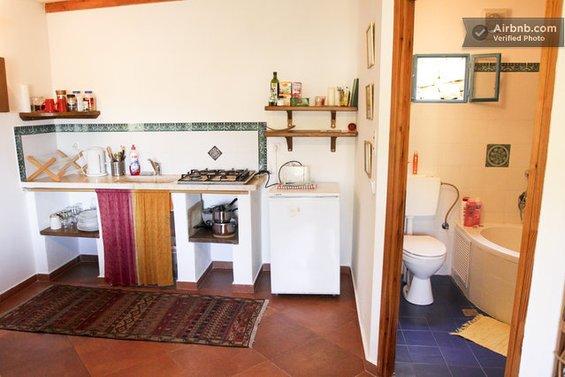 Фотография: Гостиная в стиле Минимализм, Стиль жизни, Советы, Париж, Airbnb – фото на INMYROOM