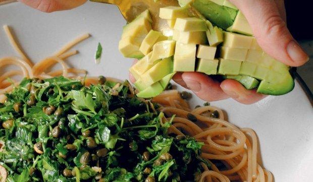 Фотография:  в стиле , Обед, Основное блюдо, Вегетарианская, Веганская, Паста, Итальянская кухня, Кулинарные рецепты, Варить, 15 минут, Просто, Авокадо, Макароны – фото на INMYROOM