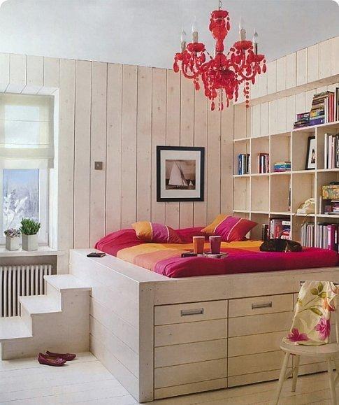 Фотография: Спальня в стиле Современный, Эклектика, Декор интерьера, Квартира, Мебель и свет, Подиум – фото на INMYROOM